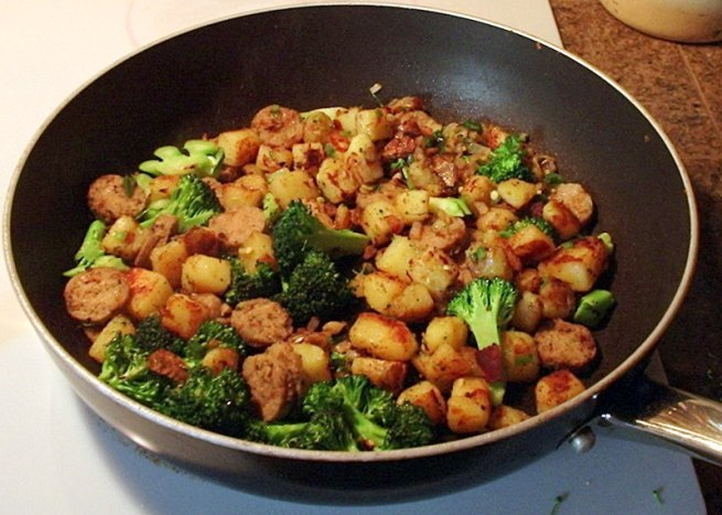 potato-onion-jalapeno-garlic-broccoli-sausage